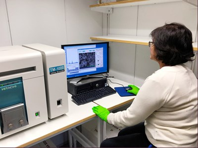 Picture of Gulaim Seisenbaeva using one of the instruments for analysis in the laboratory.