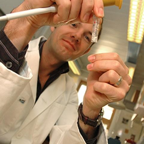 Doktorand i mikrobiologi. Foto: JSG