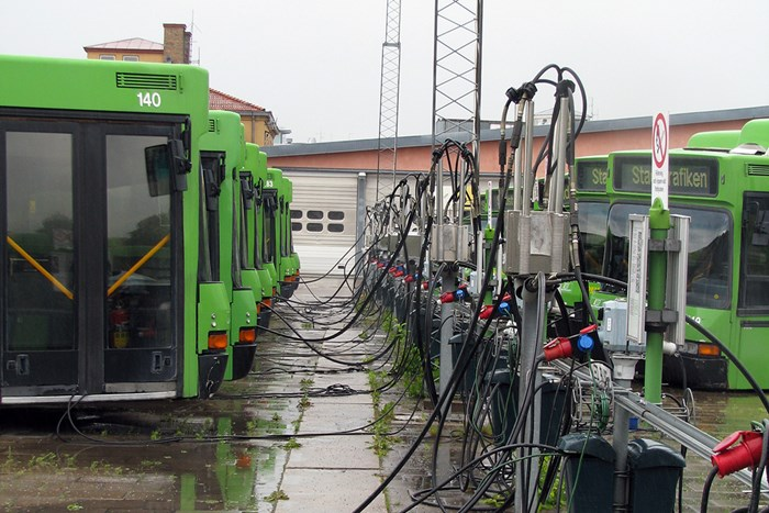 Green buses tank electricity, photo.