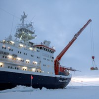 A reserach vessel in the arctic, photo.