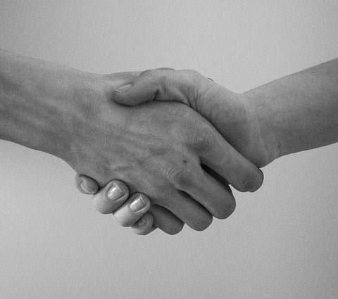 Handshake between two people, photo.