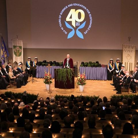 Rektor Peter Högbergs hälsningsanförande inledde promotionsceremonin. Foto: Jenny Svennås-Gillner, SLU